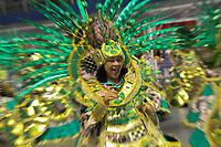 SÃO PAULO, SP, 08.03.2019 - CARNAVAL-SP - Integrantes da escola de samba Barroca Zona Sul comemoram no desfile das campeãs do grupo especial de São Paulo na noite desta sexta feira, 08. (Foto: Nelson Gariba/Brazil Photo Press)