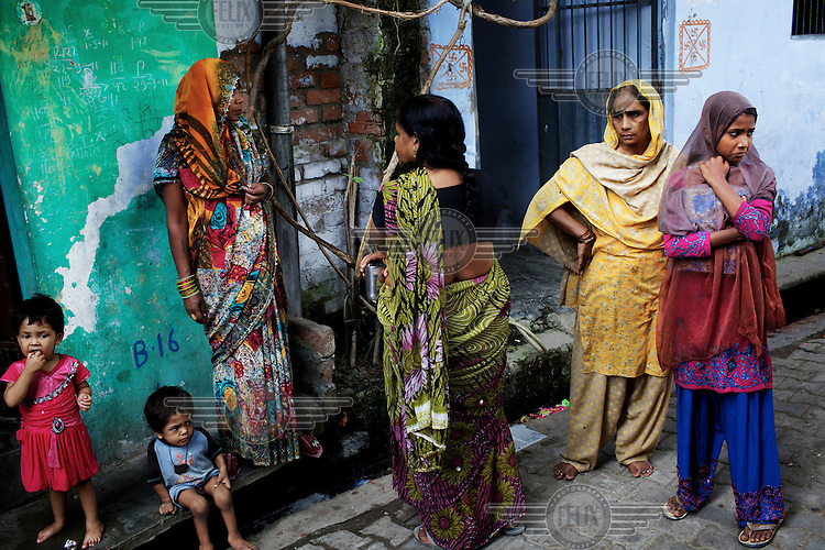 A group of women talking together in one of the back lanes of the Masalchitola area of Khadra in Lucknow.