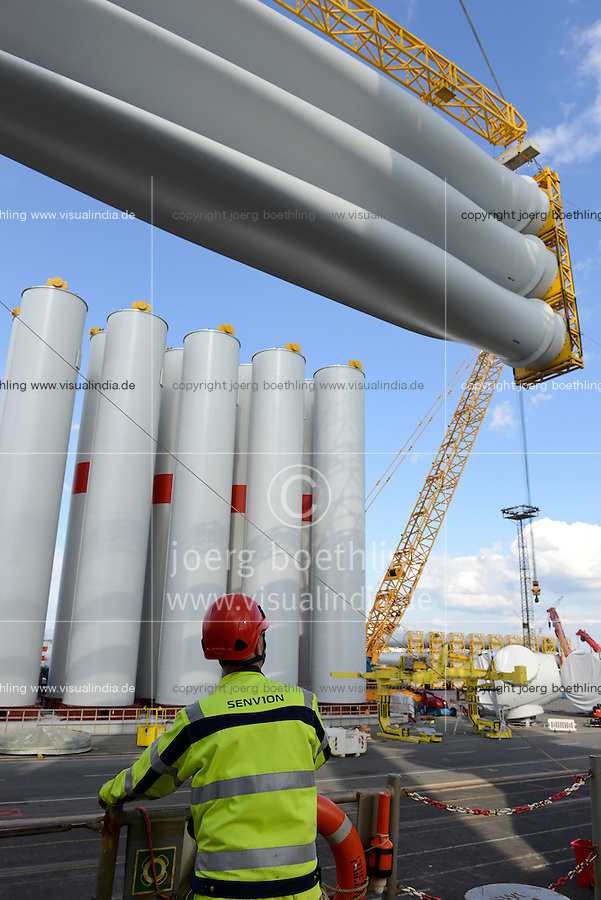 GERMANY Bremerhaven, shipping of SENVION tower and rotor blades for RWE offshore wind park in the North Sea / DEUTSCHLAND Bremerhaven, Verladung von SENVION Tuermen und Rotorblaettern fuer Windkraftanlagen fuer einen RWE off-shore Windpark in der Nordsee