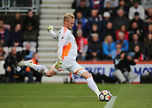 30th September 2017, Vitality Stadium, Bournemouth, England; EPL Premier League football, Bournemouth versus Leicester; Leicester Goalkeeper Kasper Schmeichel takes a goal kick