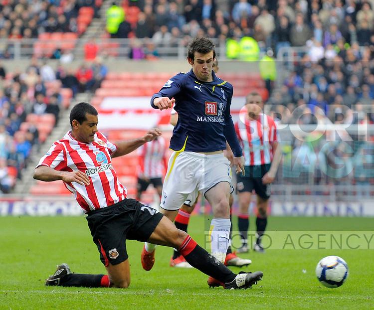 Sunderland's Paulo De Silva and Tottenham's Gareth Bale.