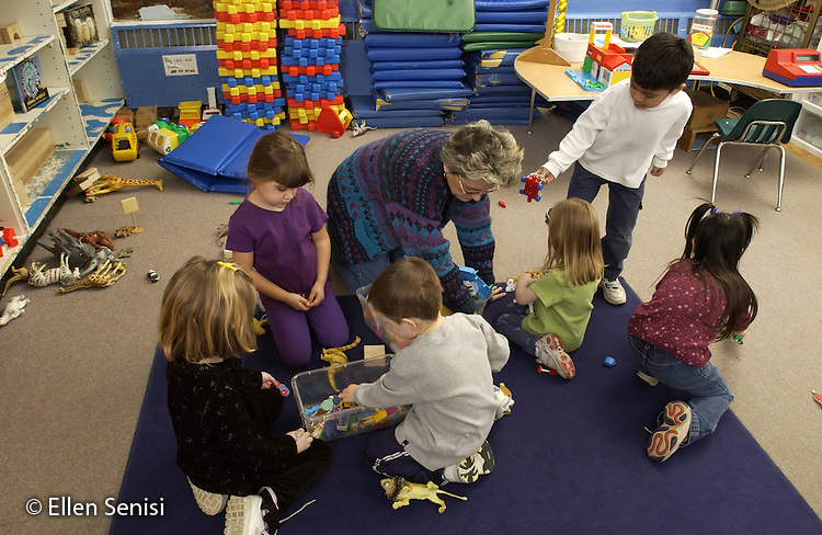 MR / Schenectady, NY                                  .Yates Arts-in-Education Magnet School (urban school).Pre-Kindergarten classroom; NYS Universal Pre-K Program.Teacher and students work together to clean up after free play time..L-C   Fel2.©Ellen B. Senisi
