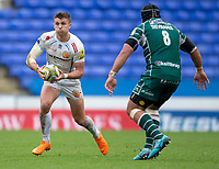 Exeter Chiefs' Henry Slade in action during todays match<br /> <br /> Photographer Bob Bradford/CameraSport<br /> <br /> Aviva Premiership Round 20 - London Irish v Exeter Chiefs - Sunday 15th April 2018 - Madejski Stadium - Reading<br /> <br /> World Copyright &copy; 2018 CameraSport. All rights reserved. 43 Linden Ave. Countesthorpe. Leicester. England. LE8 5PG - Tel: +44 (0) 116 277 4147 - admin@camerasport.com - www.camerasport.com
