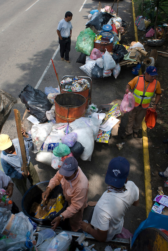 Garbage is collected in the Gustavo Amadero neighbourhood of Mexico City, 09-08-07