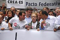 ATENCAO EDITOR: FOTO EMBARGADA PARA VEICULO INTERNACIONAL - RIO DE JANEIRO, RJ, 26 DE NOVEMBRO 2012 - VETA DILMA - (À frente, ao centro) O prefeito do Rio de Janeiro, Eduardo Paes, a atriz Fernanda Montenegro e o governador do Rio, Sergio Cabral Filho, durante uma manifestação contra a mudança na distribuição dos royalties do petróleo, nesta segunda-feira (26). Os manifestantes se concentraram na Candelária e seguem em passeata pela Avenida Rio Branco, até a Praça da Cinelândia, no centro da cidade. (FOTO: RONALDO BRANDAO / BRAZIL PHOTO PRESS).