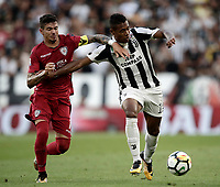 Calcio, Serie A: Torino, Allianz Stadium, 19 agosto 2017. <br /> Juventus' Alex Sandro (r) in action with Cagliari's Diego Farias (l) during the Italian Serie A football match between Juventus and Cagliari at Torino's Allianz Stadium, August 19, 2017.<br /> UPDATE IMAGES PRESS/Isabella Bonotto