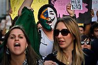 SÃO PAULO,SP,22 JUNHO 2013 - PROTESTO PAC 37 - Manifestantes  realizam protesto contra o PAC 37 em frente ao Masp  na região da Av.Paulista em São Paulo, na tarde deste sabado (22).FOTO ALE VIANNA - BRAZIL PHOTO PRESS