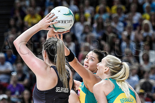 09.10.2016. Qudos Bank Arena, Sydney, Australia. Constellation Cup Netball. Australia Diamonds versus New Zealand Silver Ferns. Australias Sharni Layton in defence against the shooting Shelby-Rickits of NZ. The Diamonds won the game 68-56.
