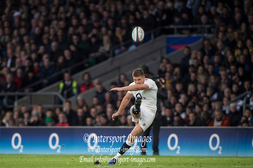 Twickenham, United Kingdom, Saturday, 3rd November 2018, RFU, Rugby, Stadium, England,   Owen FARRELL,  kicking a penalty, during the Quilter, Autumn International, England vs South Africa, © Peter Spurrier