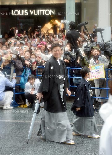 March 27, 2013, Tokyo, Japan - Ichikawa Somegoro, accompanied by his son Matsumoto Kintaro, walks with other Kabuki actors during a parade in the rain through the main street of Tokyo's Ginza shopping district on Wednesday, March 27, 2013, in celebration of the grand opening of new Kabuki theater. After three years of renovation, the majestic theater for Japan's centuries-old performing arts of Kabuki will open its doors to the public with a three-month series of most sought-after plays.  (Photo by Natsuki Sakai/AFLO)