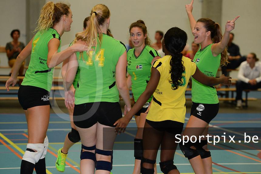 Hermes Oostende Dames B : vreugde na het winnen van een punt <br /> foto VDB / BART VANDENBROUCKE