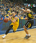 07.01.2018, EWE Arena, Oldenburg, GER, BBL, EWE Baskets Oldenburg vs WALTER Tigers T&uuml;bingen, im Bild<br /> <br /> Jared JORDAN (T&uuml;bingen #10 )<br /> Karsten TADDA (EWE Baskets Oldenburg #9)<br /> Foto &copy; nordphoto / Rojahn