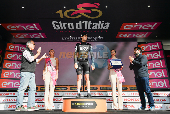 Mikel Landa (ESP) Team Sky wins the Cima Coppi the highest point of the Giro 100 and takes over the mountains Maglia Azzura at the end of Stage 16 of the 100th edition of the Giro d'Italia 2017, running 222km from Rovetta to Bormio, Italy. 23rd May 2017.<br /> Picture: LaPresse/Massimo Paolone | Cyclefile<br /> <br /> <br /> All photos usage must carry mandatory copyright credit (&copy; Cyclefile | LaPresse/Massimo Paolone)
