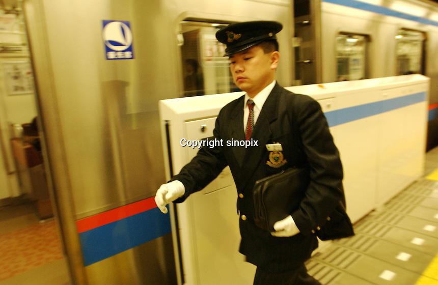 03/2002: TRANSPORT: TOKYO, JAPAN<br /> Pople comute on Tokyo's busy underground system.<br /> Photo by Saigo-Jones/sinopix<br /> &copy;sinopix