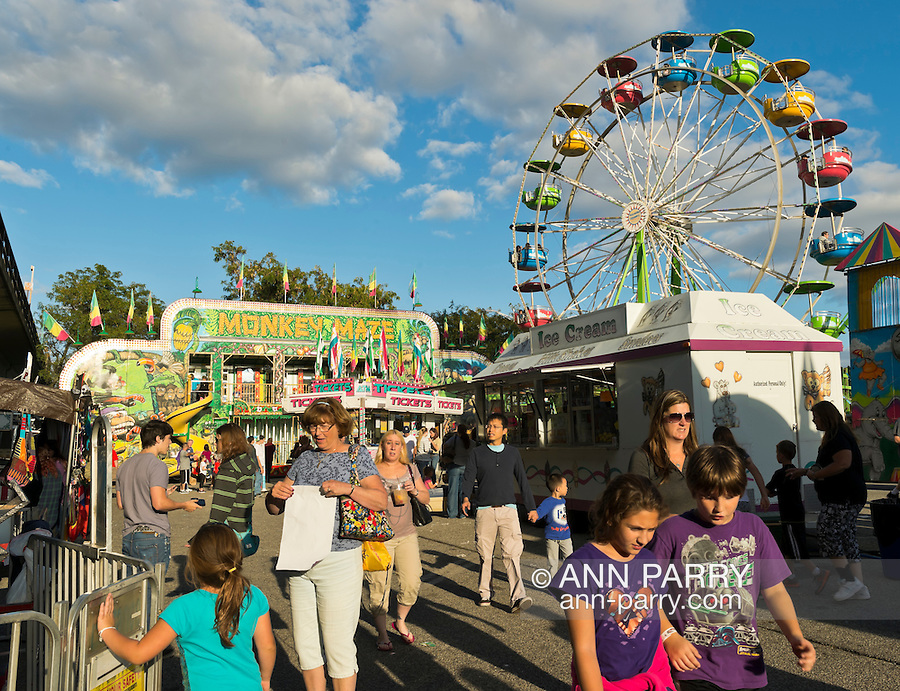 Bellmore, New York, U.S. 22nd September 2013. Carnival rides, including the ferris wheel, were at the 27th Annual Bellmore Festival, featuring family fun with exhibits and attractions in a 25 square block area, with over 120,000 people expected to attend over the weekend.