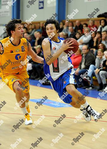 2010-11-07 / Basketbal / seizoen 2010-2011 / Kabo 2 - Turuka / Wuyts (L, Turuka) probeert Rojas Palma af te stoppen..Foto: Mpics