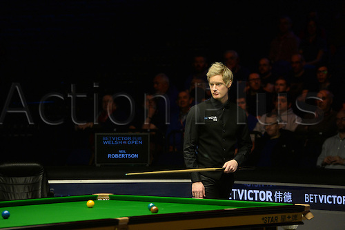 20.02.2016. Cardiff Arena, Cardiff, Wales. Bet Victor Welsh Open Snooker semi-finals. Mark Allen versus Neil Robertson. Neil Robertson looks at his options.