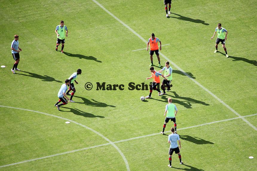 U20 beim Aufwärmen - Testspiel der Deutschen Nationalmannschaft gegen die U20 im Rahmen der WM-Vorbereitung in St. Martin