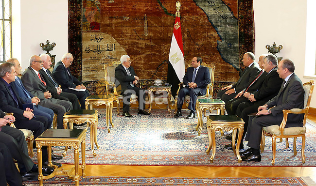 Egyptian President Abdel Fattah al-Sisi meets with his Palestinian counterpart Mahmoud Abbas, in Cairo on November 8, 2015. Photo by Egyptian President Office