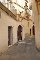 - Puglia, Gallipoli, vicolo nella citt&agrave; vecchia<br /> <br /> - Apulia, Gallipoli, alley in the old city