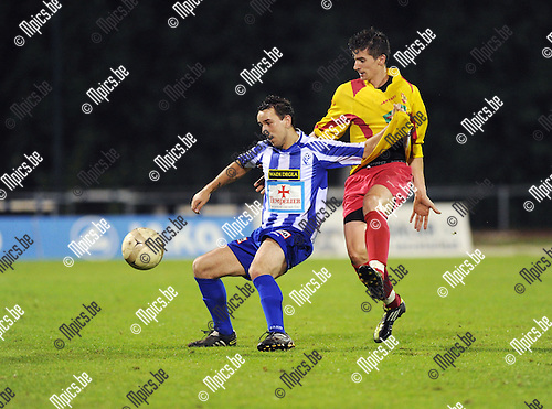 2011-09-01 / Voetbal / seizoen 2011-2012 / KV Turnhout - SV Bornem / Vlatko Lazic (KVT) met Kevin Janssens in de rug..Foto: Mpics