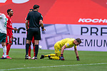 Manuel Gräfe / Graefe (SR), (Schiedsrichter / Referee) Jiri Pavlenka (Werder Bremen #01) Jean-Paul Boëtius / Boetius (FSV Mainz 05 #05), Ridle Baku (FSV Mainz 05 #34)<br /> <br /> <br /> Sport: nphgm001: Fussball: 1. Bundesliga: Saison 19/20: 33. Spieltag: 1. FSV Mainz 05 vs SV Werder Bremen 20.06.2020<br /> <br /> Foto: gumzmedia/nordphoto/POOL <br /> <br /> DFL regulations prohibit any use of photographs as image sequences and/or quasi-video.<br /> EDITORIAL USE ONLY<br /> National and international News-Agencies OUT.