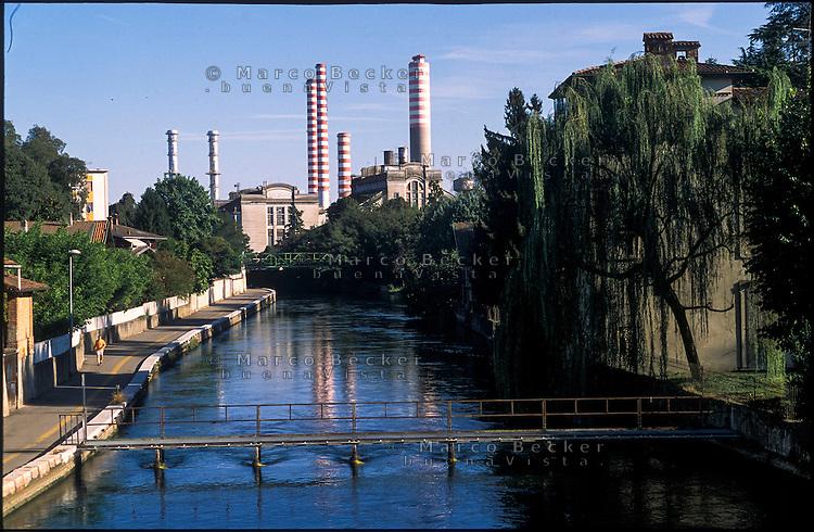 Turbigo (Milano), la centrale termoelettrica e il Naviglio Grande --- Turbigo (Milan), the thermoelectric power plant and the Naviglio Grande canal