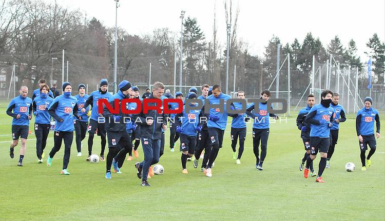 03.01.2014, Sportpark, Berlin, GER, 1.FBL, Hertha BSC , Training, im Bild warmlaufen<br /> <br />               <br /> Foto &copy; nordphoto /  Schulz