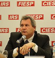 SAO PAULO, SP, 04 DE MARÇO 2013 - AÇÕES DO MINISTÉRIO DA AGRICULTURA, PECUÁRIA E ABSTECIMENTO PARA 2013 -  O secretário executivo do Ministério da Agricultura José Carlos Vaz ,durante apresentação das Ações do Ministério para 2013 na FIESP (Federação das Industrias do Estado de São Paulo) na região da Avenida Paulista, nesta segunda-feira,04. (FOTO: MICHELLE SPREA / BRAZIL PHOTO PRESS).