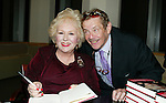JERRY STILLER visits his friend DORIS ROBERTS <br /> Promoting her new book, ARE YOU HUNGRY, DEAR ?<br /> at a book signing held at Barnes & Noble,<br /> New York City.<br /> April 14, 2003