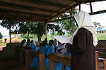 Pupils from the Islamic school in Sunyani, Ghana, are learning Arabic in a temporary classroom. The school should receive money from a muslim organisation from Saudi Arabia. In Ghana, coranic schools were transformed into islamic schools. Pupils learn the mainstream curriculum and have additional courses in arabic and islam.