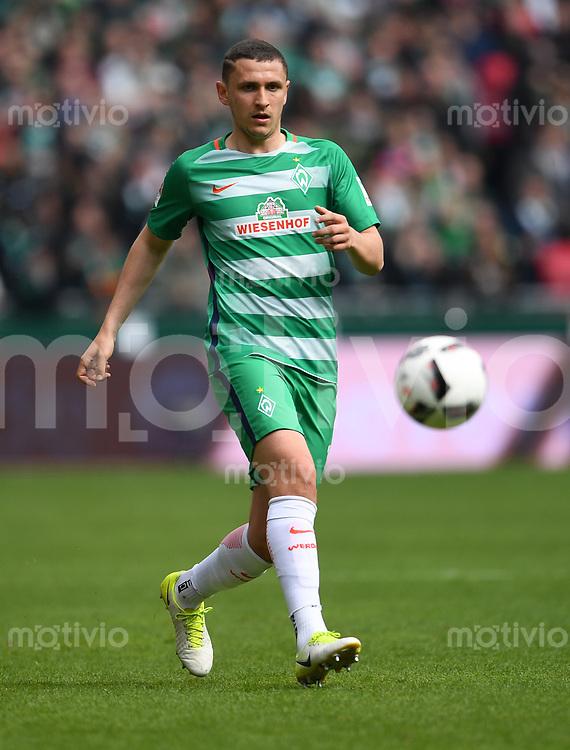 FUSSBALL     1. BUNDESLIGA      31. SPIELTAG    SAISON 2016/2017  SV Werder Bremen - Hertha BSC Berlin                          29.04.2017 Milos Veljkovic (SV Werder Bremen)
