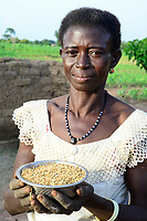 BURKINA FASO, Dano, Fondation Dreyer, rice farming, woman with rice bowl / Reisanbau in Talauen, Frau des Reisbauern Somda Galip auf ihrem Hof, Schale mit Reis