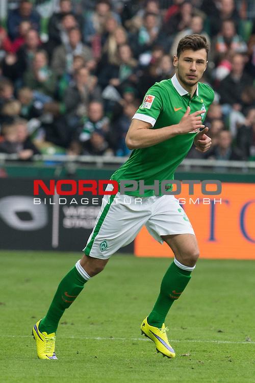 02.05.2015, Weser Stadion, Bremen, GER, 1.FBL. Werder Bremen vs Eintracht Frankfurt, im Bild<br /> <br /> Lukas F&ouml;rde / Friede (Bremen #39)<br /> Einzelaktion, Halbk&ouml;rper<br /> <br /> <br /> <br /> Foto &copy; nordphoto / Kokenge