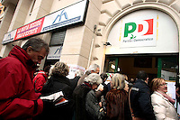 Gente in fila per votare<br /> Roma 08/12/2013 Piazza Verbano. Primarie del Partito Democratico 2013. Seggi elettrorali.<br /> Primary Election for Italian Democratic Party<br /> Photo Samantha Zucchi Insidefoto