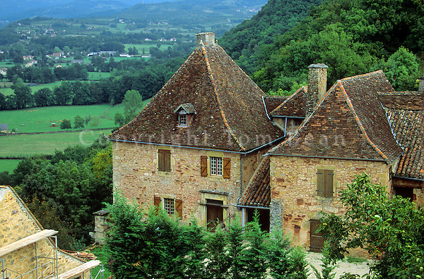 Country house at Castelnau on hillside above the Dordogne Valley, in Aquitaine, France, AGPix_0119.