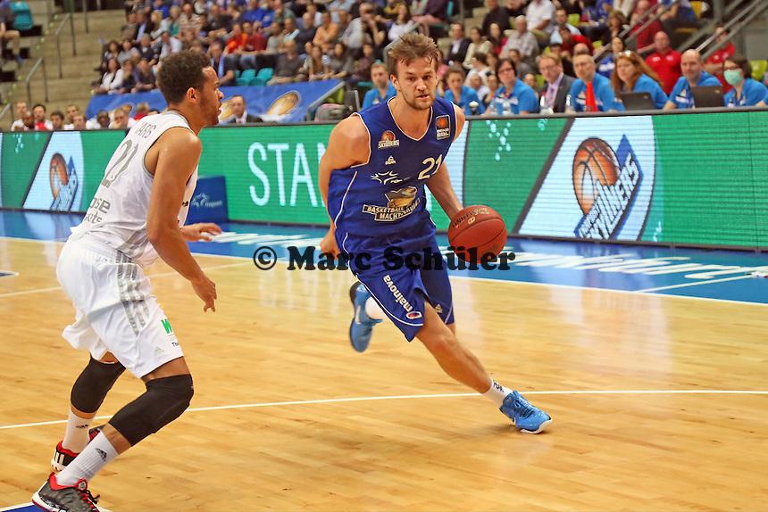 Danilo Barthel (Skyliners) gegen Elias Harris (Bamberg) - Fraport Skyliners vs. Brose Baskets Bamberg, Fraport Arena Frankfurt