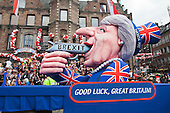 Düsseldorf, Deutschland. 27 February 2017. Float with a Theresa May figure shooting herself in the mouth over Brexit. Carnival parade on Shrove Monday (Rosenmontag) in Düsseldorf, North Rhine-Westphalia, Germany.
