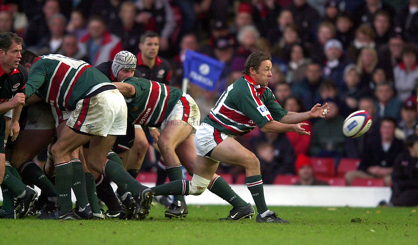 Photo. Richard Lane. .Saracens v Leicester Tigers. Zurich Premiership. 27-10-2002.Jamie Hamilton gets the ball away.