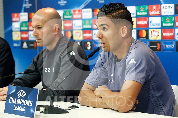 Real Madrid's coach Zinedine Zidane (l) and Carlos Henrique Casemiro in press conference after training session. April 17,2017.(ALTERPHOTOS/Acero)