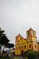 """Igreja da matriz.<br /> Óbidos, Pará, Brasil.<br /> Foto Paulo Santos<br /> 2008 A cidade foi erguida na margem esquerda do Rio Amazonas, distante 1.100 quilômetros de Belém por via fluvial, em um trecho onde as margens daquele rio tornam-se mais estreitas e o seu canal mais profundo, formando, como se diz na região, a """"garganta do rio Amazonas"""", ou a """"fivela do rio"""", como preferem outros. Nesse ponto a largura do rio é de cerca de 1.890 metros em seu leito normal. Tem origem num forte erguido em 1697, tendo o município sido criado em 1755, em homenagem à vila portuguesa de mesmo nome."""