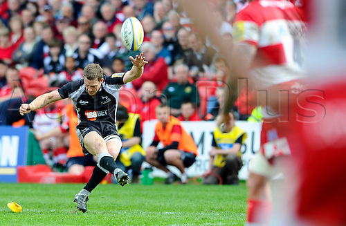 02.04.2011 Aviva Premiership Rugby from the Kingsholm Ground. Gloucester v Newcastle Falcons. Newcastle Falcons Fly-Half (#10) Jimmy Gopperth kicks a Penalty in the first half
