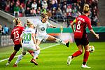 01.05.2019, RheinEnergie Stadion , Köln, GER, DFB Pokalfinale der Frauen, VfL Wolfsburg vs SC Freiburg, DFB REGULATIONS PROHIBIT ANY USE OF PHOTOGRAPHS AS IMAGE SEQUENCES AND/OR QUASI-VIDEO<br /> <br /> im Bild | picture shows:<br /> Sandra Starke (SC Freiburg Frauen #13) gegen Anna Blaesse (VfL Wolfsburg #9),  <br /> <br /> Foto © nordphoto / Rauch