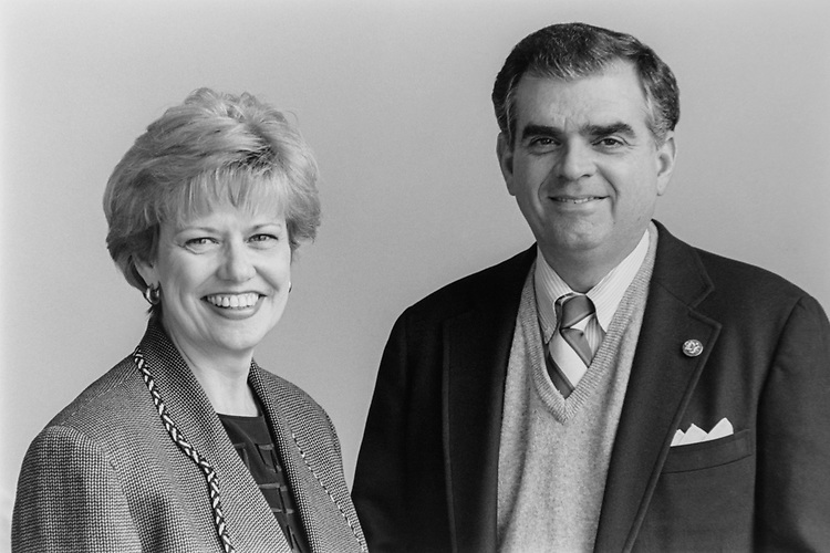 Rep. Ray LaHood, R-Ill., with office staff member Daine Leisman, on Jan. 12, 1995. (Photo by Laura Patterson/CQ Roll Call via Getty Images)