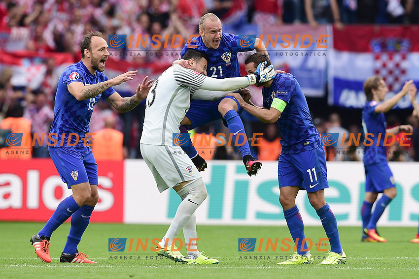 joie des joueurs de la Croatia en fin de match<br /> Domagoj Vida (Croatia)<br /> Danijel Subasic (Croatia)<br /> Darijo Srna (Croatia) <br /> Paris 12-06-2016 Parc des Princes Football Euro2016 Turkey - Croatia / Turchia - Croazia Group Stage Group D. Foto Panoramic / Insidefoto