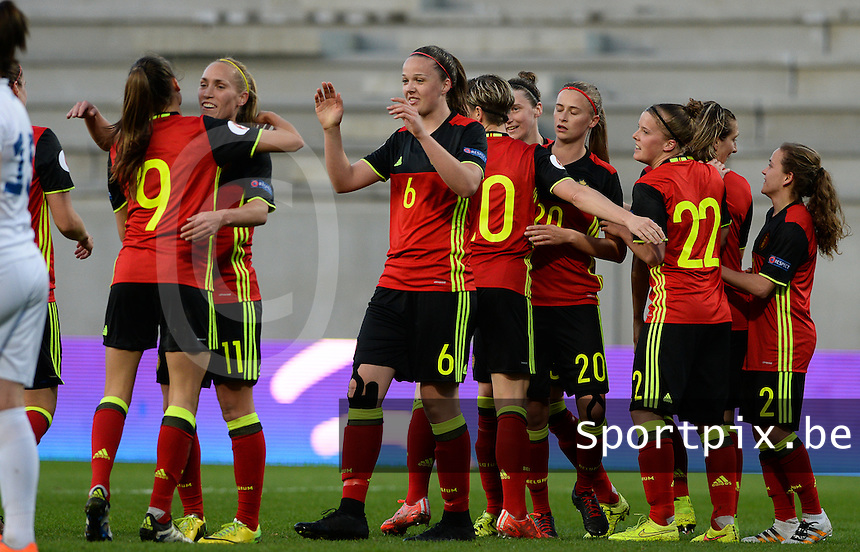 20160412 - LEUVEN ,  BELGIUM : Belgian team pictured celebrating their goal and the 1-0 lead during the female soccer game between the Belgian Red Flames and Estonia , the fifth game in the qualification for the European Championship in The Netherlands 2017  , Tuesday 12 th April 2016 at Stadion Den Dreef  in Leuven , Belgium. PHOTO SPORTPIX.BE / DAVID CATRY