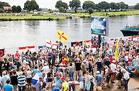 Nederland  Cuijk  2016. De Vierdaagse van Nijmegen. Toeschouwers moedigen de wandelaars aan in Cuijk. Foto Berlinda van Dam / Hollandse Hoogte