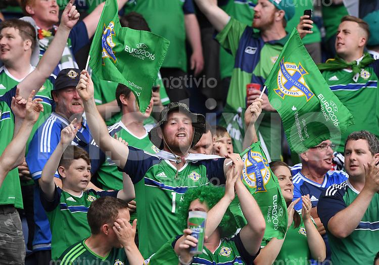 FUSSBALL EURO 2016 GRUPPE C IN PARIS Nordirland - Deutschland     21.06.2016 Fan aus Nordirland