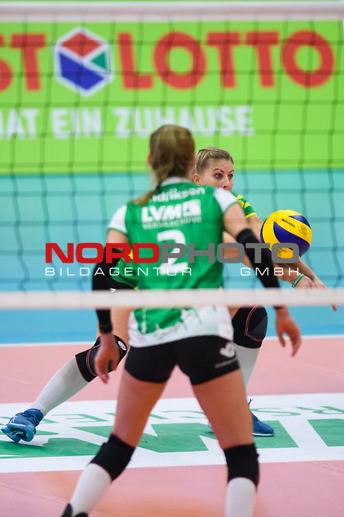 02.12.2018, Halle Berg Fidel, Muenster<br />Volleyball, Bundesliga Frauen, Normalrunde, USC MŸnster / Muenster vs. Allianz MTV Stuttgart<br /><br />Mareike Hindriksen (#2 Muenster), Annahme Lisa Thomsen (#1 Muenster) / Libero<br /><br />  Foto &copy; nordphoto / Kurth