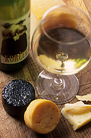 Europe/Croatie/Dalmatie/ Ile de Korcula/ Fromage et vin blanc de l'Ile de Korcula